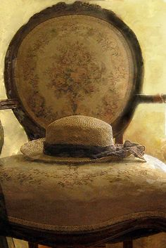 I vaguely remember a chair like this that was my grandmothers-<3