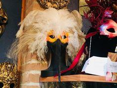 Maska karnawałowa, pochodząca z weneckiej pracowni, w której wyrabia się tak zwane oryginalne maski weneckie #venice #carnaval #carnavaldevenise #italien #italy #wenecja #maski #maska #romantic #karnawał