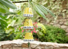 This flower pot garden chime by 'Lowes' is so cute, and super easy. Made with nothing but clothesline, flower pots, and a key! Paint it like they did, or leave it natural. Outdoor Projects, Garden Projects, Fun Projects, Garden Crafts, Lawn And Garden, Garden Pots, Garden Fun, Garden Ideas, Diy Wind Chimes