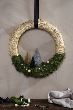 Add festive cheer to your front door with a beautiful country straw wreath for Christmas. Find instructions on how to decorate your wreath and more DIY inspiration on our website. #DIY #panduro #christmas #wreath #jul #julkrans #krans #julekrans Christmas Door, Christmas Wreaths, Xmas, Straw Decorations, Diy Straw, Straw Wreath, Diy Wreath, School Projects, Festive
