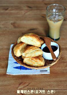 손이가요 손이가! 집에서 스타벅스 플레인스콘 만들기 좋은 아침이에요^^ 즐거운 하루 시작하셨지요? 저는 ... Food Plating, Bread Recipes, Camembert Cheese, French Toast, Keto, Cookies, Baking, Breakfast, Cake