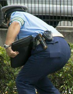 メガネ警察官の可愛いお尻