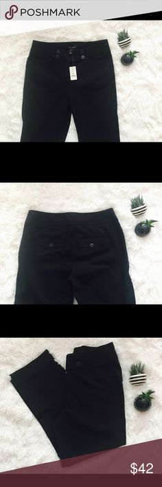 💜White House Black Market - Black Pants - NEW💜 💜White House Black Market - Slim Crop Black Pants - Brand NEW With Tags - Size 0. Pet and Smoke free home 💜 White House Black Market Pants Ankle & Cropped