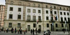 En marzo de 2013, apareció en la red social Badoo un perfil de un hombre que afirmó llamarse Anxo, tener 26 años y vivir en Arteixo, A Coruña, donde trabajaba como empleado en la sede central de Inditex. #news #Badoo #spain   http://www.miblogdenoticias1409.com/2018/02/enganada-y-estafada-por-su-falso-novio.html#more