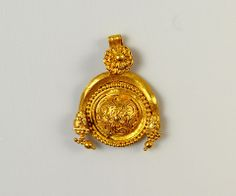 A fine Greek Gold Pendant, Hellenistic Period, ca century BCE Medieval Jewelry, Ancient Jewelry, Victorian Jewelry, Antique Jewelry, Vintage Jewelry, Roman Jewelry, Greek Jewelry, Jewelry Art, Gold Jewelry