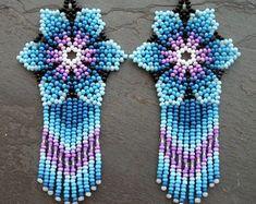 Este artículo no está disponible Beaded Flowers Patterns, Beaded Earrings Patterns, Seed Bead Earrings, Diy Earrings, Seed Beads, Crochet Earrings, Hippie Jewelry, Beaded Jewelry, Diy Jewelry