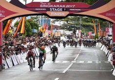 @berbagiituindahlo @tarmizi_waktar  Pembalap Indonesia Kembali Berjaya di Tour de Singkarak 2017 >>>>>>>>>>>>>> VIVA Pembalap Indonesia yang memperkuat KFC Cycling Team atas nama Muhammad Imam Arifin kembali berhasil finish terdepan pada etape ketujuh Tour De Singkarak 2017 Jumat 22 November 2017. Imam Arifin yang pada etape keenam juga berhasil finish terdepan berhasil mencatatkan waktu 2 jam 56 menit 34 detik pada etape ketujuh (start Lembah Harau Kabupaten Limapuluh [ Baca selengkapnya…