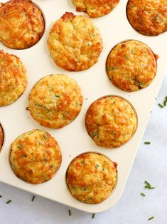Savoury Muffins with Cheese and Sweetcorn - Quick & YUMMY! A quick and simple Savoury Muffins recipe. Packed with Cheese and Sweetcorn, these vegetarian bakes make a brilliant lunchbox filler, picnic pack up or breakfast for kids and grown ups too. Savoury Muffins Vegetarian, Vegetarian Bake, Savory Muffins, Corn Muffins, Savory Breakfast, Savory Snacks, Breakfast Recipes, Vegetarian Recipes, Healthy Recipes