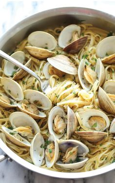 Nadire Atas on Seafood Pasta Easy Linguine with Clams - The easiest, budget-friendly pasta you will ever make, and it'll be on your dinner table in just 15 min. Fish Dishes, Seafood Dishes, Seafood Pasta Recipes, Seafood Platter, Seafood Salad, Main Dishes, Linguine And Clams, Pasta With Clams, Seafood Linguine