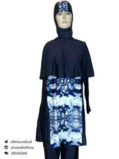 Kode: BRMD201544, Harga: IDR 295.000. Baju renang muslimah dewasa dengan desain longgar berwarna dasar biru dongker kombinasi motif abstrak. Model baju dan celana renang terusan, dilengkapi jilbab panjang menutupi dada dan topi. Elegan dan syar'i. Resleting diletakkan di depan baju untuk memudahkan pemakaian.