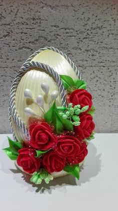Autumn Crafts, Spring Crafts, Holiday Crafts, Egg Crafts, Easter Crafts, Diy And Crafts, Coconut Decoration, Easter Fabric, Ladybug Crafts