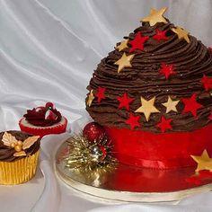 Best Christmas cupcakes ideas 2019 and photos. Get creative this Christmas,new unique cupcake decorating ideas UK Christmas Cupcakes, Christmas Holidays, Xmas, Cupcake Heaven, Giant Cupcakes, Sweet Recipes, Birthday Cake, Favorite Recipes, Cupcake Ideas