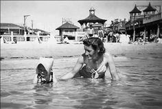 """Holiday at Henley Beach, South Australia 1947: """"Beating the heat in style."""" (Lindyloo Watchyagonnado)"""