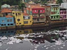 Casas a beira do rio tietê na cidade de Pirapora do Bom Jesus (SP) .07/11/2011