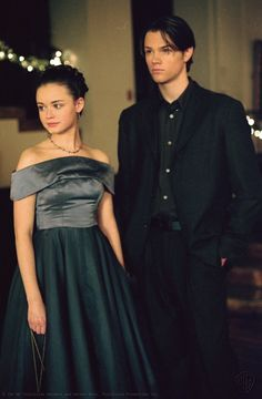 As Dean Forester and Rory Gilmore in Gilmore Girls, which he starred in from Cabelo Rory Gilmore, Estilo Rory Gilmore, Gilmore Girls Dean, Rory Gilmore Style, Gilmore Girls Fashion, Lorelai Gilmore, Jared Padalecki Gilmore Girls, Gilmore Girls Netflix, Gilmore Gilrs