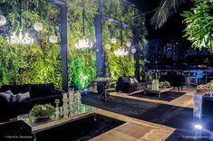 Vem ver que luxo essa Decoração Preta com Folhagens feita pela Flor e Companhia no Le Buffet Lounge. Um projeto ousado, moderno e pura sofisticação: