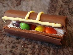 Pirate Treasure Chest - A Little Debbie or Swiss Roll, Skittles, and a touch of frosting. Today is International Talk Like a Pirate Day Pirate Food, Pirate Day, Pirate Birthday, Pirate Theme, Ocean Snacks, Pirate Treasure Chest, Buried Treasure, Pirate Activities, Pirate Crafts