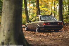 BMW E30 3 series beige slammed fall