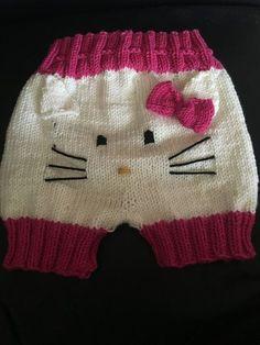 Baby Barn, Crochet Pants, Baby Jumpsuit, Baby Pants, Drops Design, Baby Design, Baby Knitting Patterns, Baby Headbands, Hello Kitty