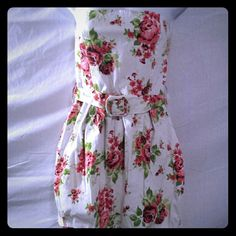 Pretty White Floral Strapless Balloon Mini Dress This is a gorgeous mini dress from Joyce Leslie that is white, and had large red flowers on it with green leaves all over it.  This dress is strapless and has a balloon style at the bottom.  There is also a belt that goes around it that snaps in the front. This is size large. #minidress #balloondress #strapless #floral #large Joyce Leslie Dresses Mini