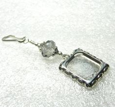 Who will you remember? Wedding bouquet photo frame charm. Smokey grey crystal on Etsy, $9.50 CAD #smilingbluedog