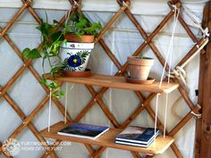 easy shelf idea for the porch Easy Shelves, Hanging Shelves, Green Building, Building A House, Yurt Interior, Yurt Home, Yurt Living, Creative Bookshelves, Small Space Solutions