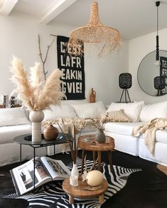 Fine colors Advertising – natural tones and materials go particularly well with the trendy boho look. You can Fine colors Advertising – natural tones and materials go particularly well with the trendy boho look. Living Room Decor, Living Spaces, Bedroom Decor, Decorating Your Home, Diy Home Decor, Painting Kitchen Cabinets, Boho Look, Room Colors, Pillows