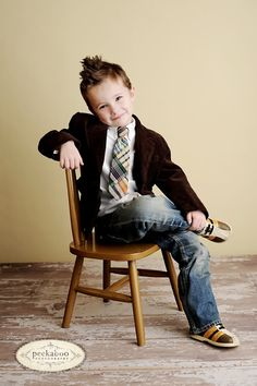 love the pose for Josh Photo credit: Peekaboo Photography // I love this jacket & tie idea. My friend Lindsey at the Pleated Poppy also makes super cute ties! Photo Bb, Kind Photo, Little Boy Poses, Little Boys, Little Boy Pictures, 3 Boys, Kids Photography Boys, Photography Poses, Preschool Photography