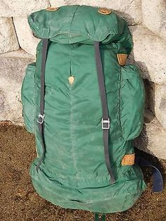 This was yvonne chouinards earliest company, a predecessor to what would be patagonia.An amazing pack with great design and functionality. Vintage Backpacks, Backpack Bags, Patagonia, Backpacking, Climbing, Sick, Hiking, Design Inspiration, Iron