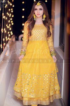 Pakistani Mehndi Dress, Bridal Mehndi Dresses, Pakistani Wedding Outfits, Pakistani Dresses Casual, Bridal Dress Design, Pakistani Bridal Dresses, Pakistani Wedding Dresses, Pakistani Dress Design, Bridal Outfits