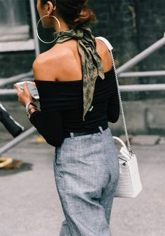 Street-Style-Look mit viel Liebe zum Detail - Street Style Outfits - Mode Street Style Outfits, Look Street Style, Street Style Fashion, Street Styles, Ways To Wear A Scarf, How To Wear Scarves, Look Fashion, Fashion Outfits, Fashion Trends