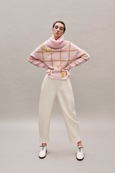Delpozo Pre-Fall 2019 Fashion Show Delpozo Pre-Fall 2019 Collection - Vogue History of Knitting Wool spinning, weaving and stitching careers such as for in. Knitwear Fashion, Knit Fashion, Mode Outfits, Fashion Outfits, Fashion Trends, Modern Fashion, Fashion Design, Business Outfit Frau, Delpozo