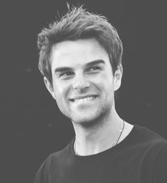 gotta love that smile. Nathaniel Buzolic - The Vampire Diaries ♥