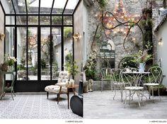 patio-secret-breakfast-Hotel Henriette 9 rue des Gobelins 75013 Paris M joke Grill Restaurant, Restaurant Paris, Paris Restaurants, Paris Hotels, Outdoor Restaurant, Hotel Henriette Paris, Breakfast Hotel, Brunch In Paris, Rue Mouffetard