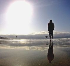Throwback... 🤾🏼♂️ 🏝☀️ #sandiego #california #beachwalk #sun #saturday #silhouette #mirrow #seaside #seagull #throwback #sandiego #sandiegoconnection #sdlocals #sandiegolocals - posted by hybri7 https://www.instagram.com/hybri7. See more post on San Diego at http://sdconnection.com