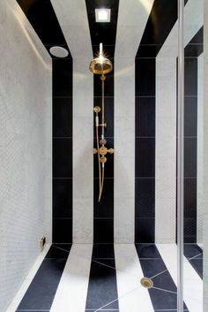 Make the Most of Your Bathroom Decor in Black and White - Fresh Ideas for the Interior, Decoration and Landscape - black white stripes bathroom interior - Black And White Tiles, Black And White Interior, White Gold, Black And White Design, Black Walls, Green Walls, Black Marble, Black White Stripes, Bad Inspiration