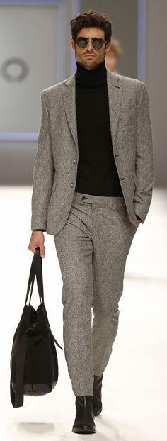Eleganter graumelierter Flanellzweiteiler, schön ergänzt mit schwarzem Rolli. | Mango