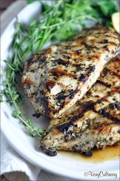 Grilled Chicken Breasts with Herbs and Lemon - this simple no-fail grilled chicken recipe can be enjoyed with any vegetable for an easy weeknight meal. Use up any left overs in a sandwich the next day (Grilled Chicken Meals) Grilling Recipes, Cooking Recipes, Healthy Recipes, Chicken Marinade For Grilling, Recipes For The Grill, Simple Food Recipes, Vegetarian Grilling, Simple Meals, Gastronomia