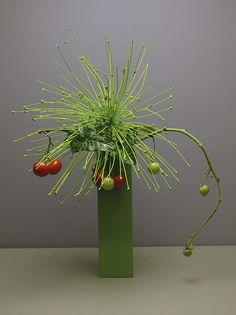 Sensei by via Arrangement Ikebana Flower Arrangement, Ikebana Arrangements, Modern Flower Arrangements, Flower Vases, My Flower, Flower Art, Cactus Flower, Ikebana Sogetsu, Buffets