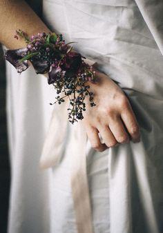 Wedding Wednesday : 5 Beautiful Wrist Corsage Designs