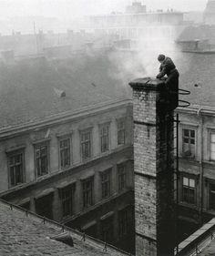 Robert Capa (Endre Ernő Friedmann), Budapest.    http://semioticapocalypse.tumblr.com