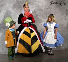 Queen of Hearts Cosplay Costume Velveteen fur trim Red & Black corset Ballgown dress Adult sizes Red Queen Costume, Queen Of Hearts Costume, Corset Costumes, Cosplay Costumes, Cosplay Ideas, Red And Black Corset, Red Black, Pierrot Costume, Wedding Top Hat