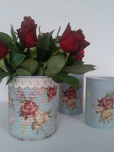 Recycled Tin Cans, Recycled Crafts, Vasos Vintage, Tin Can Art, Recycle Cans, Tin Can Crafts, Decoupage Art, Rose Cottage, Design Case