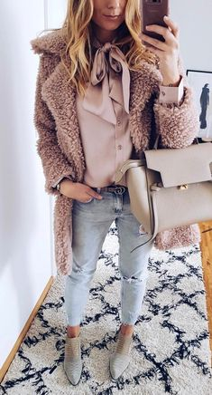 #winter #outfits Monday Done ✔ Das War Mein #fluffy Rosa #ootd Von Heute All @gioiacologne __________________________ #furcoat #fakefur #rosa #silkblouse