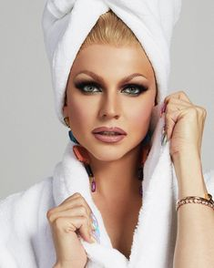 """This beautiful """"woman"""" is a drag queen! Wish he'd do my makeup! Courtney Act, Drag Queen Outfits, Eco Friendly Makeup, Rupaul Drag Queen, Drag Queen Makeup, Drag King, Sexy Makeup, Tgirls, Costumes"""