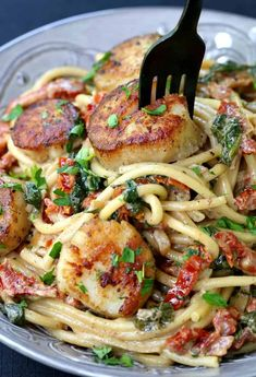Try this Creamy Tuscan Spaghetti with Jumbo Scallops tonight! Jumbo scallops and pasta with sun dried tomatoes, spinach and cream go perfectly together! #pasta #seafood #spinach #dinnerrecipes #recipes #comfortfood