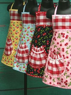 trendy sewing crafts for kids apron patterns Sewing Patterns Free, Free Sewing, Retro Apron Patterns, Apron Pattern Free, Dress Patterns, Sewing Hacks, Sewing Crafts, Diy Vetement, Cute Aprons