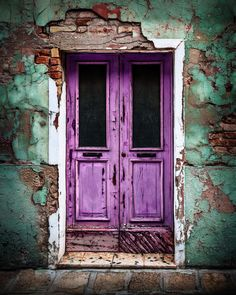 Venetian Door Don't you just love the color of this local classic? You will find this door on the colorful Venetian island of Burano. Click image for larger view. <--- return to Doors page Vintage Doors, Antique Doors, Mode Poster, Purple Door, Blue Doors, Cool Doors, Rustic Doors, Painted Doors, Door Knockers