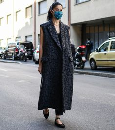 "1,239 curtidas, 31 comentários - Caroline Issa (@carolineissa) no Instagram: ""The same but different part 2 - glad to see, support and reverberate creative voices of #mfw this…"" Caroline Issa, Different, The Voice, Look, Duster Coat, Street Style, Seasons, Creative, Instagram Posts"