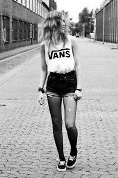 Indie Style. Indie Fashion. Indie Grunge. Vans. Shorts.